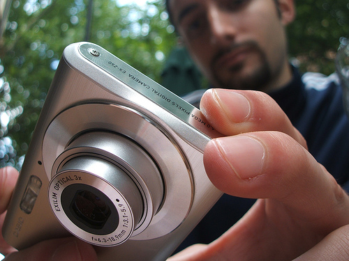 Marco shooting macro with a slim point-and-shoot digital camera — Photo by Marcello Sobchak