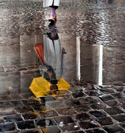 Yellow umbrella reflection in Roma, Italy — Photo by Massimo Strazzeri