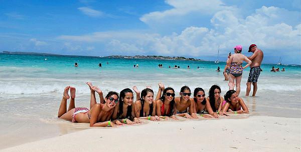 Beach Girls — photo by BusNikon
