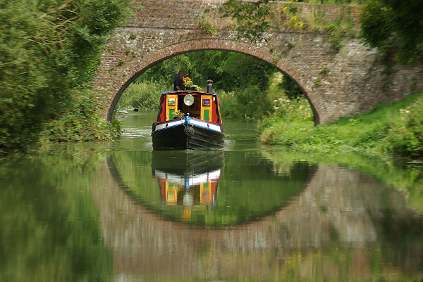 Boat on a Wiltshire canal - England — photo by Gillie