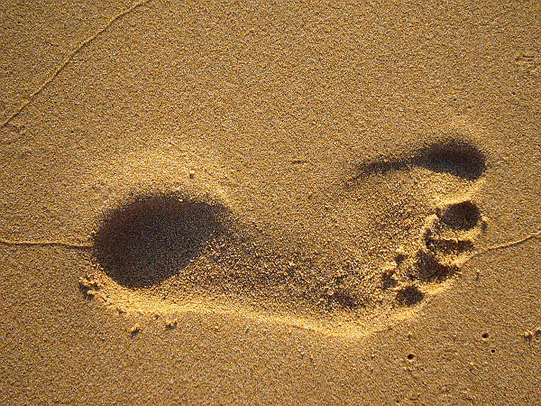 Footprint on the sand — photo by ezioman