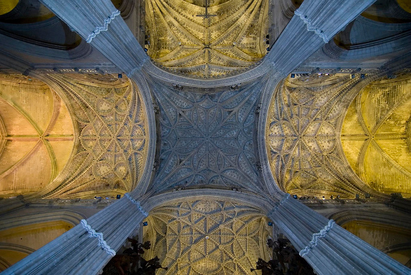 Sevilla cathedral overhead — photo by Sergio Morchon