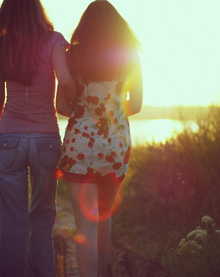 Two girls and the sun - strong lens flare — photo by Alex Dram